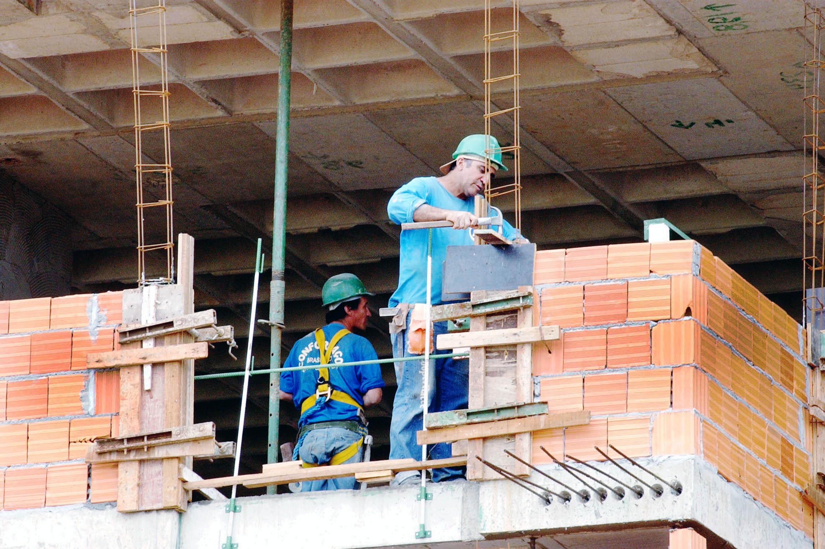 Construção civil perde 27.591 vagas e lidera fechamento de postos em setembro
