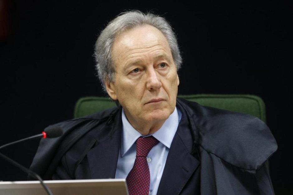 Renan arquiva pedido de impeachment de Lewandowski