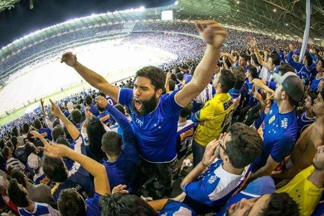 Cruzeiro bate o Santos e retoma liderança do Brasileirão
