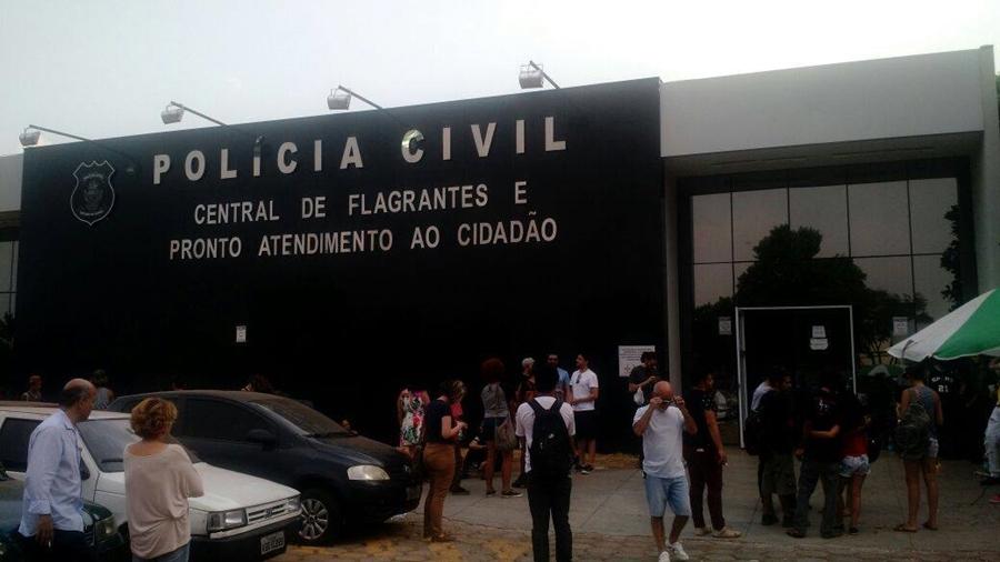 Ocupação em colégio no Centro de Goiânia termina com a prisão de 50 estudantes