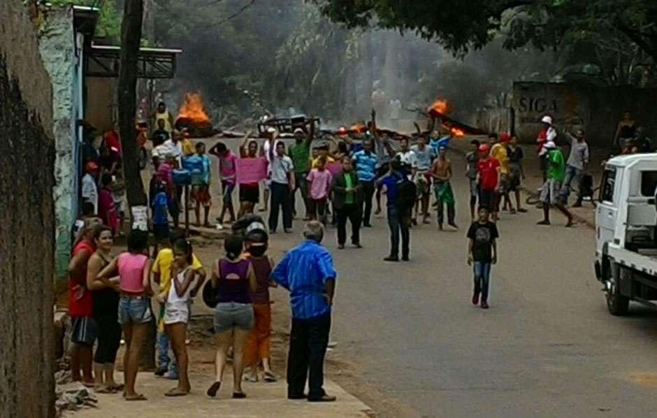 Moradores da Vila São José  fazem protesto