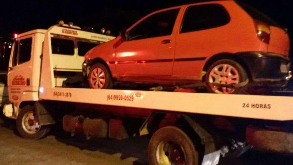 Homem sem habilitação é preso por dirigir embriagado transportando duas crianças
