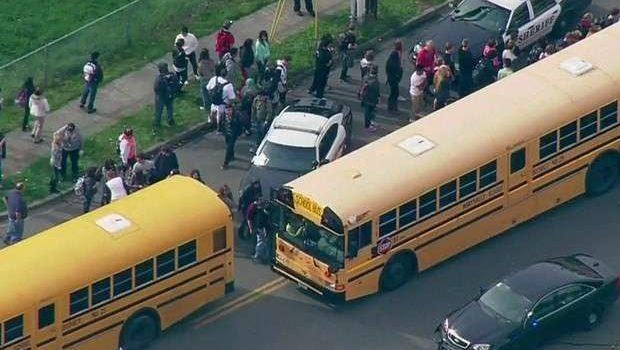Tiroteio em escola nos EUA deixa um morto e 2 feridos