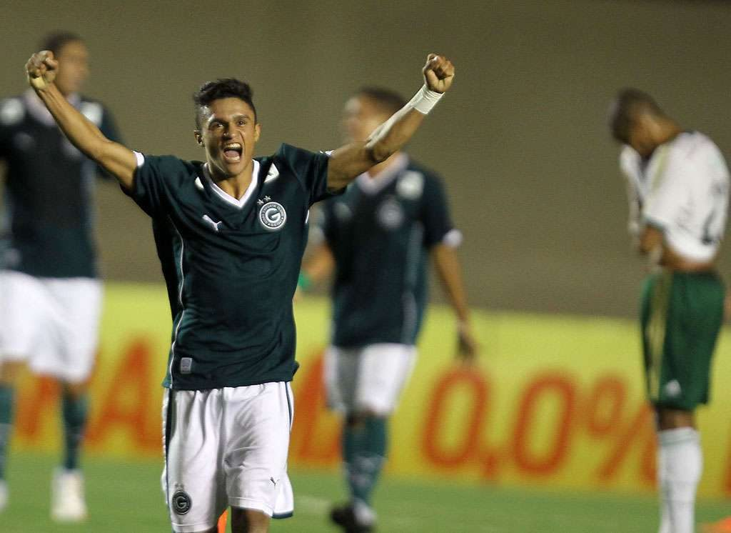 Goiás humilha Palmeiras no Serra Dourada e vence por 6 a 0