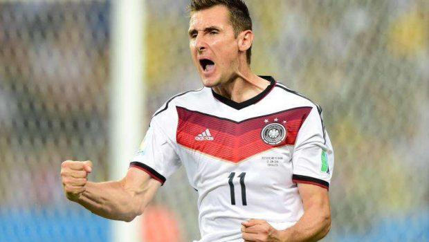 Com dois minutos em campo, Klose marca e iguala recorde de Ronaldo