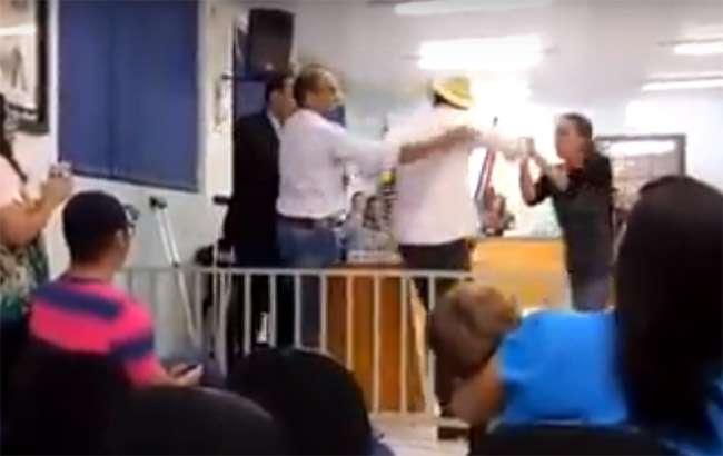 Prefeito tenta agredir vereador na Câmara de Piracanjuba
