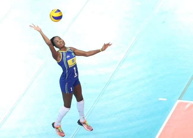 Com reservas, Brasil derrota dominicanas no Grand Prix