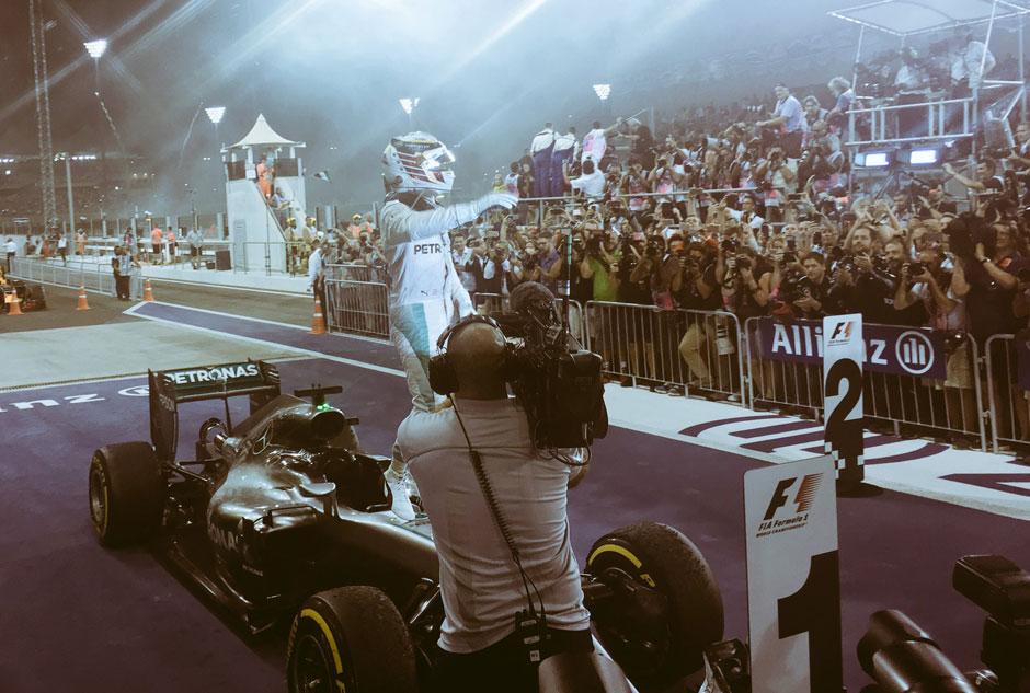 Hamilton vence, mas Rosberg fica em 2º em Abu Dabi e fatura seu 1º título na F-1