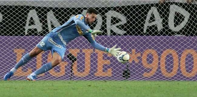 Botafogo segura pressão do Corinthians e deixa lanterna