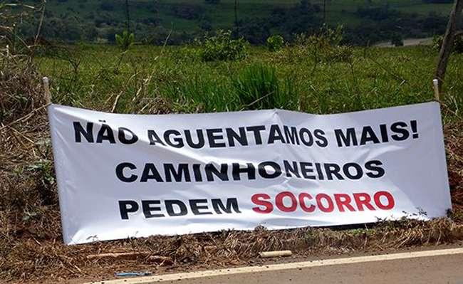 Bloqueio da BR-364, em Mineiros, continua