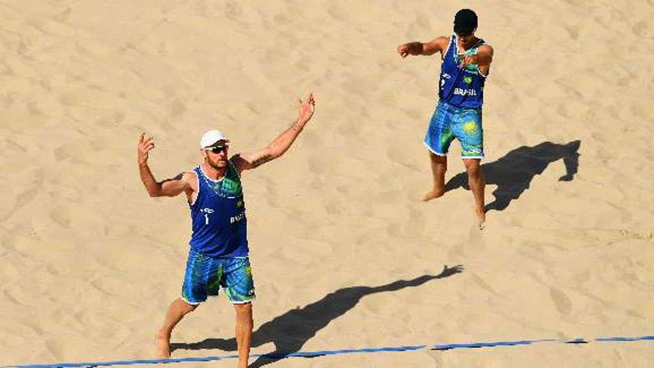 Alison e Bruno derrotam canadenses com tranquilidade na estreia dos Jogos