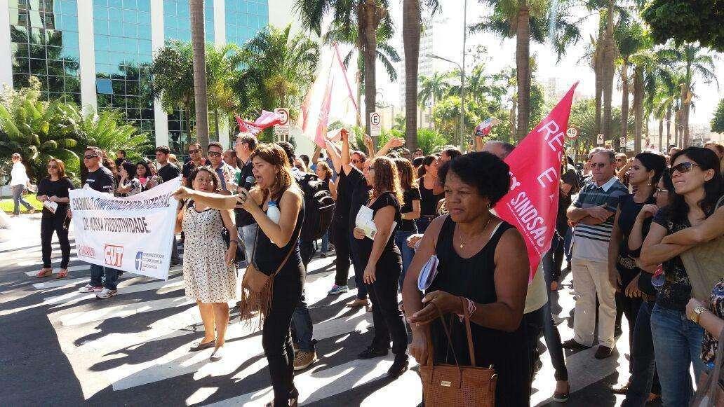 Servidores da saúde protestam contra possível corte no adicional de produtividade