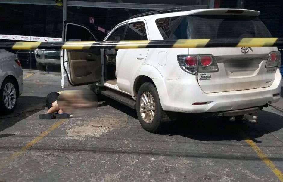 Polícia investiga assassinato ocorrido em frente a revenda de carro no Setor Marista