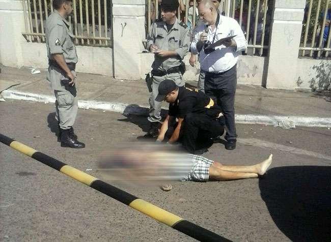 Jovem tentar roubar caminhonete de policial civil e acaba morto