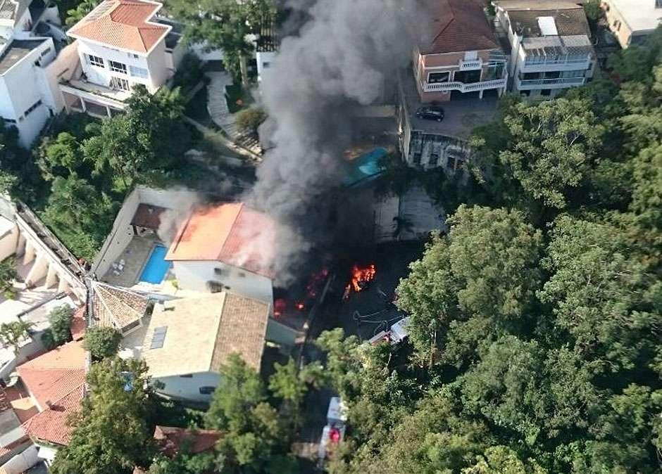 Queda de avião mata 7 na Zona Norte de SP, dizem bombeiros