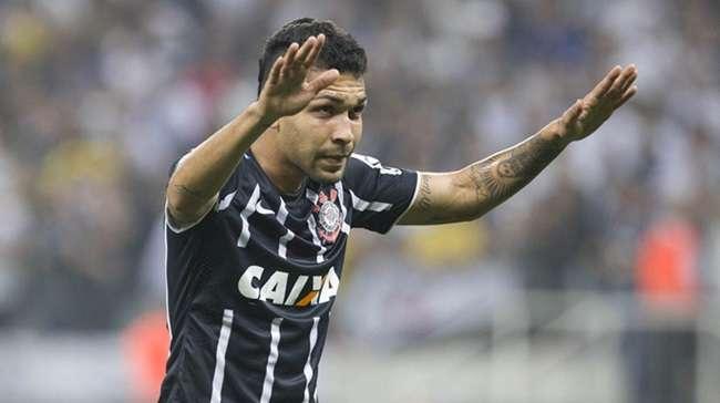 Após redução de pena, Petros marca e Corinthians vence