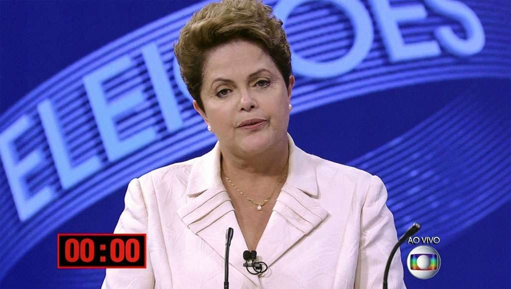 Dilma questiona Aécio Neves sobre privatizações