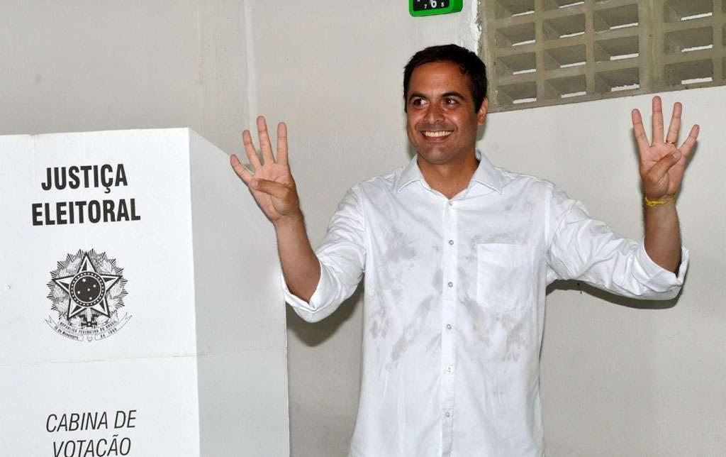 Apadrinhado por Campos, Paulo Câmara vence em PE