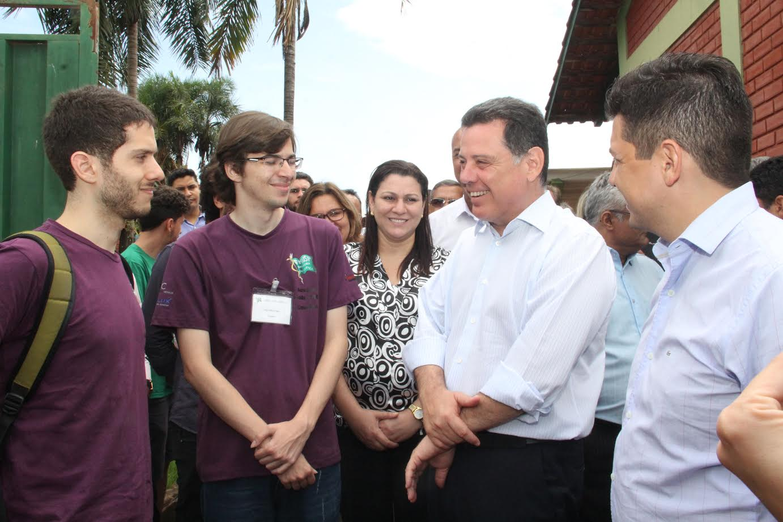 Em Acreúna, Marconi recepciona alunos da USP que desenvolvem projeto no município