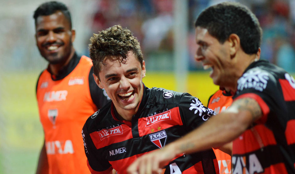 Atlético-GO vence o Paysandu em casa e garante a liderança isolada da Série B