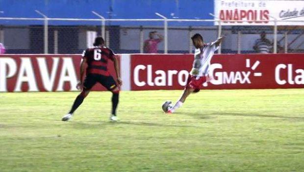 Vitória vence Anapolina de virada no estádio Jonas Duarte