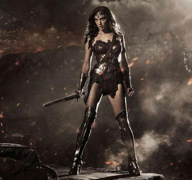Divulgada a primeira foto oficial da Mulher Maravilha em 'Batman v Superman'