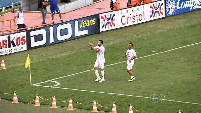 No sufoco, Vila Nova bate o Iporá e se aproxima da primeira divisão