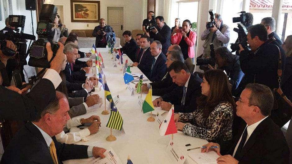 Governadores se reúnem em Brasília antes de encontro com Temer