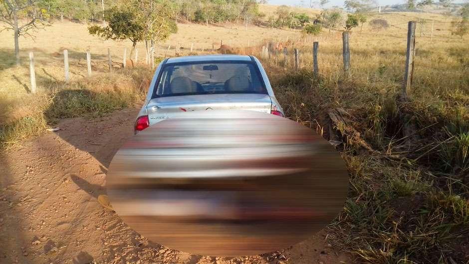Caseiro encontra corpo de homem morto a pauladas em frente a fazenda, em Jaraguá