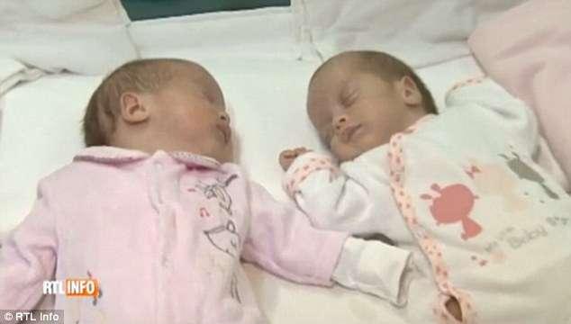 Mulher dá à luz gêmeas com 7 semanas de intervalo
