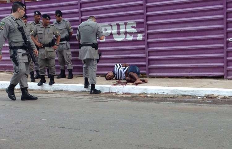 Bandido é baleado após trocar tiros com a PM , no Setor Bueno