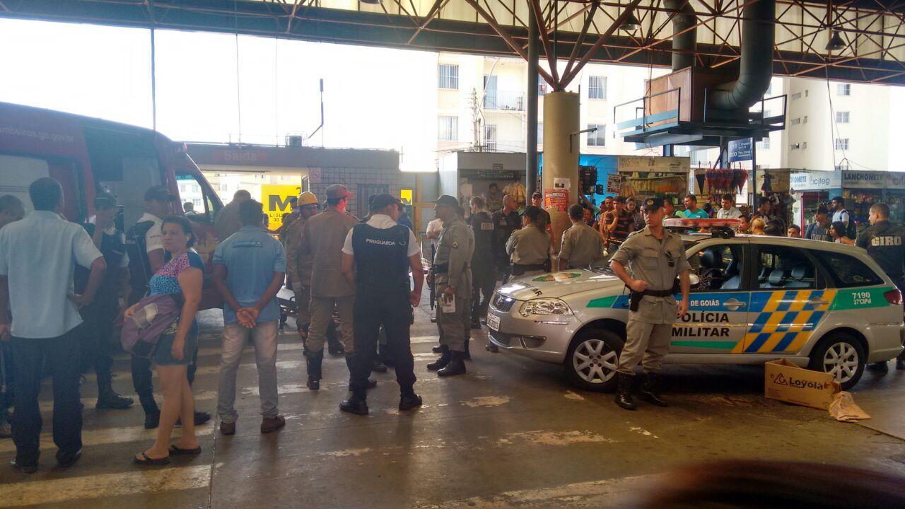 Briga no Terminal Praça da Bíblia termina com duas pessoas feridas