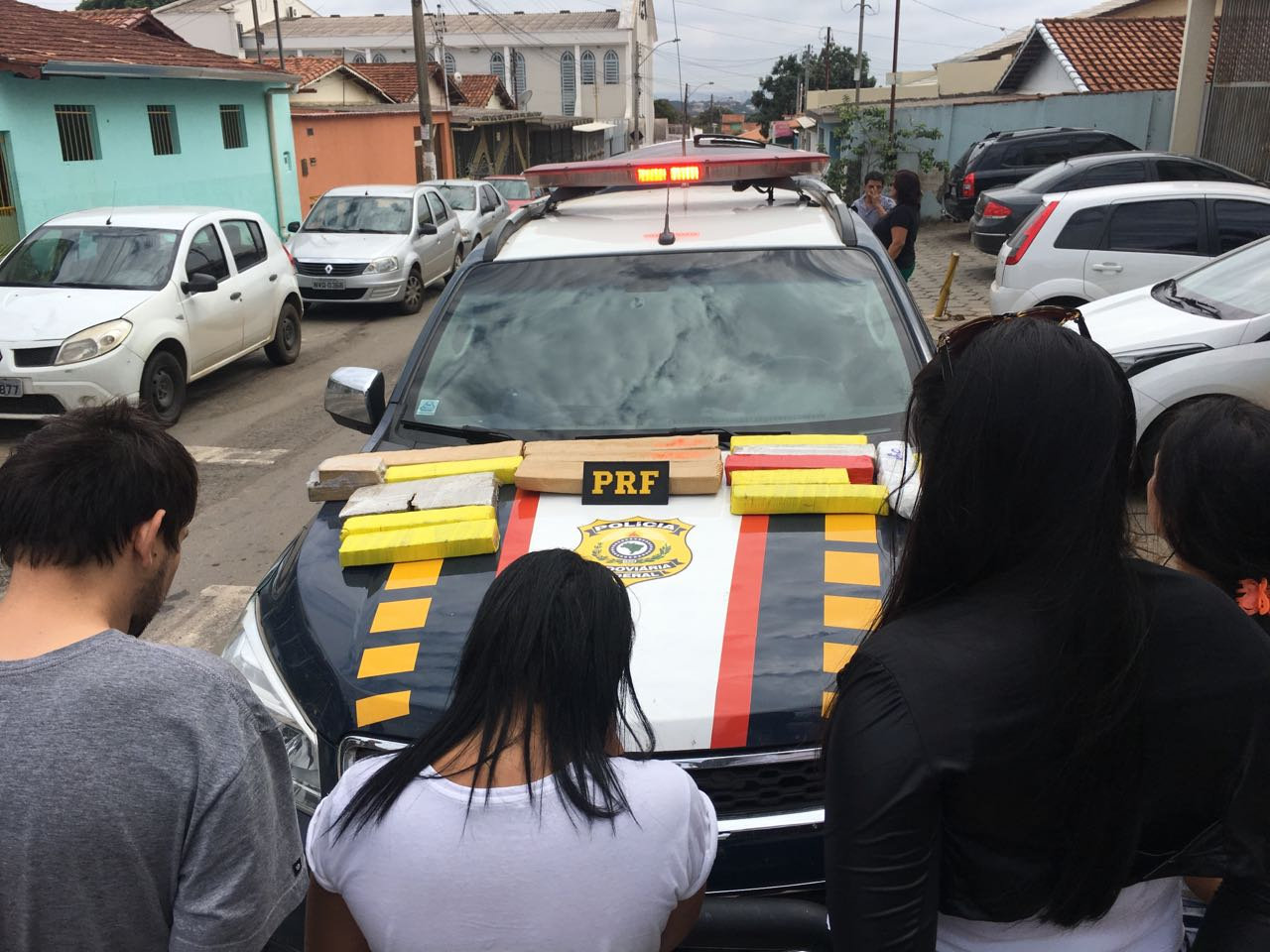 Quatro pessoas são detidas com 20 quilos de maconha no Anel Viário de Aparecida de Goiânia