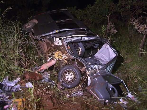 Grávida e mais duas pessoas morrem em acidente na BR-251, em Cristalina