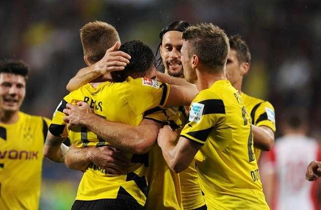 Borussia Dortmund leva susto, mas vence no Alemão