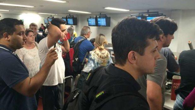 Cancelamento de voo da TAM de Goiânia para São Paulo revolta passageiros