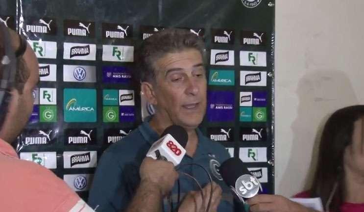 Técnico do Goiás discute com jornalistas. Confira o vídeo