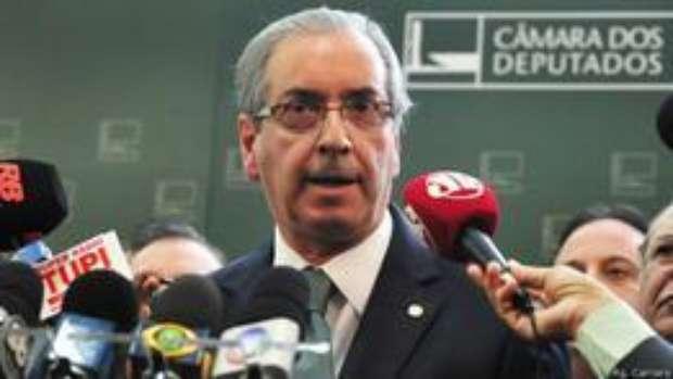 Cunha aceita pedido de abertura de processo de impeachment de Dilma