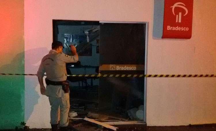 Bandidos explodem caixa eletrônico do Bradesco em Córrego do Ouro (GO)