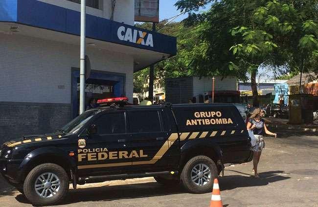 Grupo Antibomba da PF atende ocorrência em agência bancária da Caixa, em Goiânia