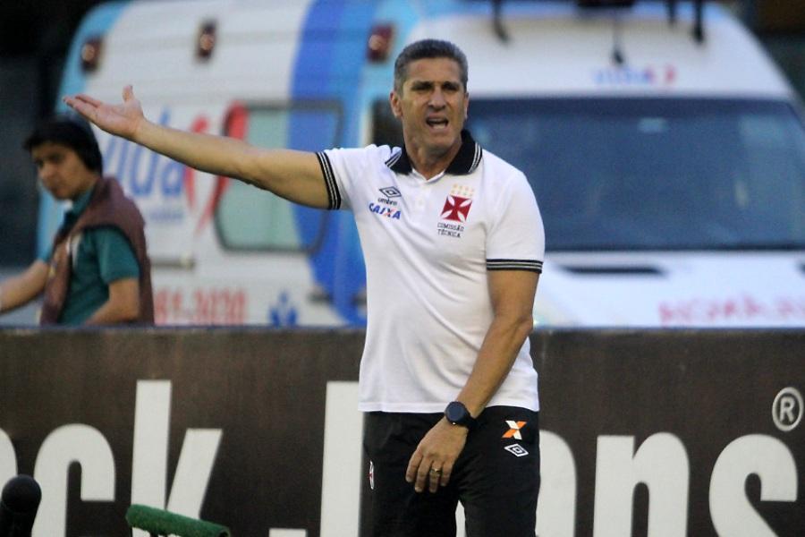 Jorginho aprova vaia dos torcedores do Vasco: 'Não vou fugir da responsabilidade'
