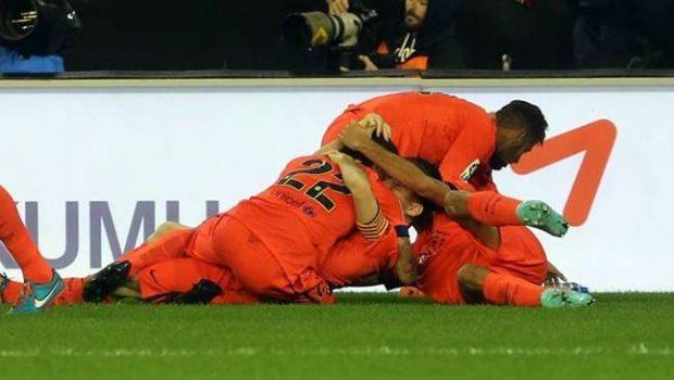 Barça marca no fim e derrota Valencia