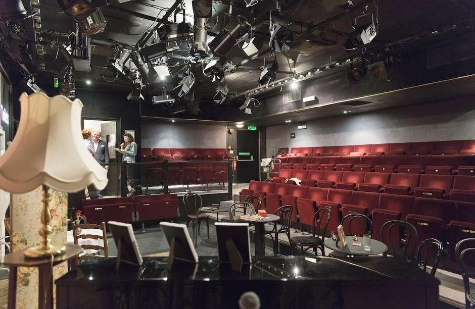 Teatro londrino vai passar a constranger com laser quem não larga o celular