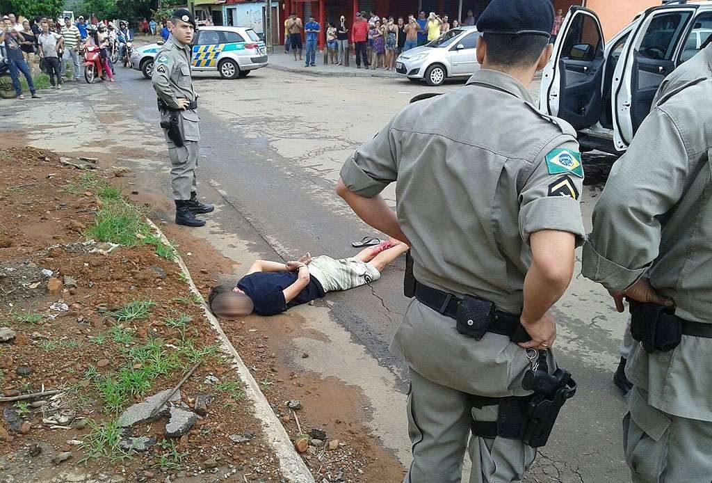 Após perseguição, policiais do Graer conseguem prender ladrão e recuperar carro roubado