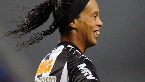 Palmeiras avança negociação com agente de Ronaldinho