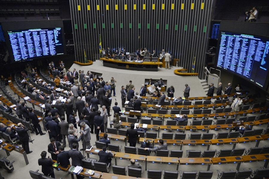 Câmara vota emendas a projeto que reduz participação da Petrobras no pré-sal
