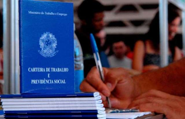 País fecha 169 mil postos de trabalho com carteira assinada em outubro