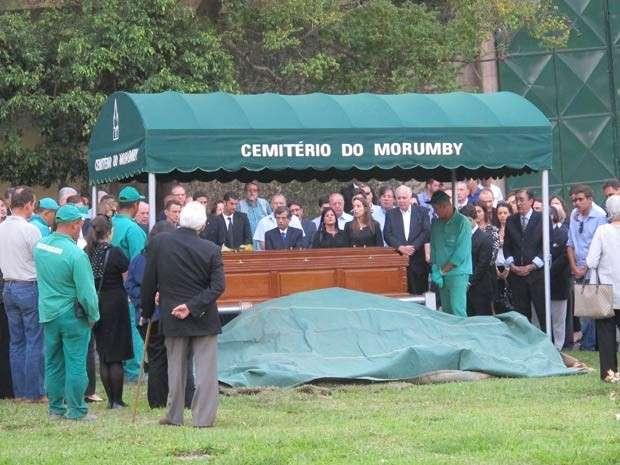 Corpo de Antônio Ermírio de Moraes é sepultado em cemitério no Morumbi