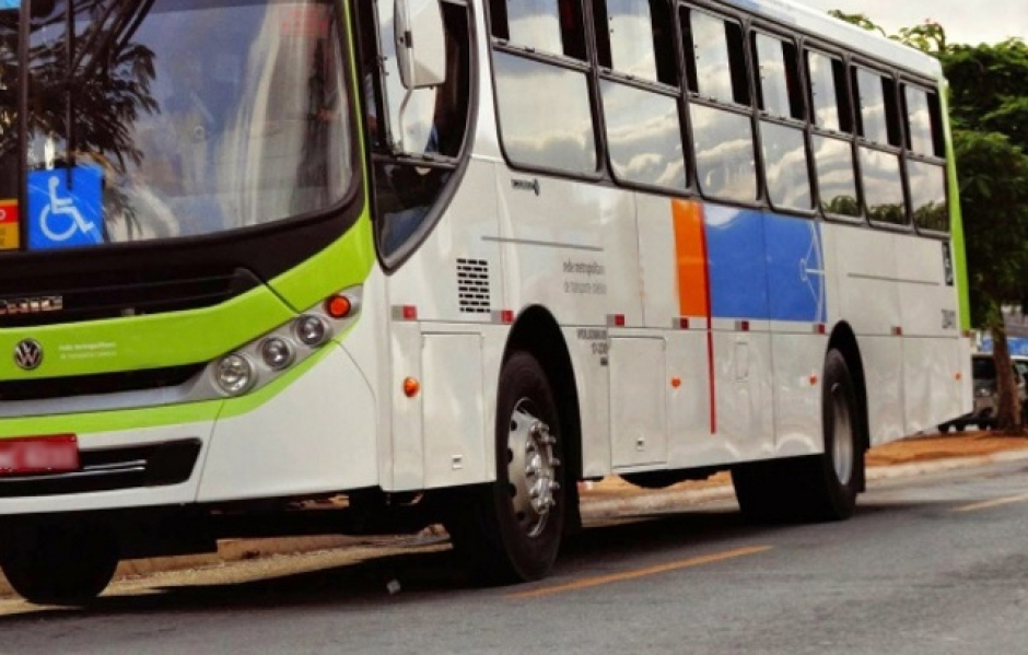 Motorista é atacado dentro de ônibus em Aparecida de Goiânia