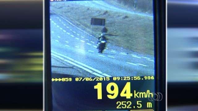 Radares da PRF flagram quase dois mil motoristas em excesso de velocidade na BR 060